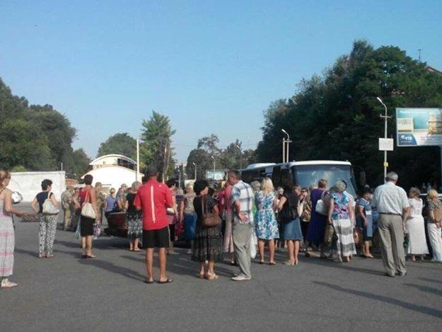 В Днепропетровске возле Южмаша военкомат устроил облаву (ФОТО) (фото) - фото 2