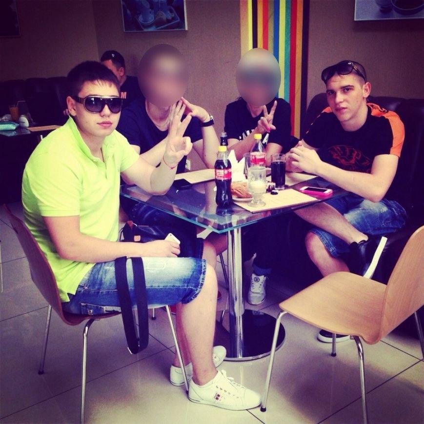 Вышли из машины с мигалками и справили нужду под райотделом: как «Харьков-1» задерживал пьяных «мажоров» (фото) - фото 3