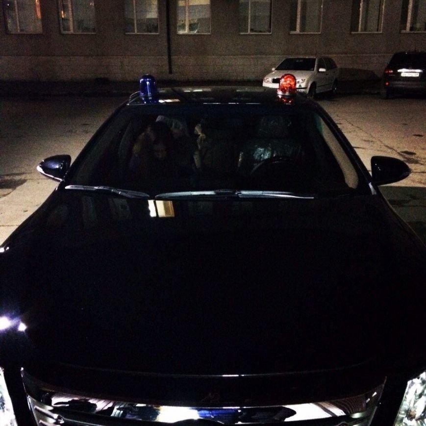 Вышли из машины с мигалками и справили нужду под райотделом: как «Харьков-1» задерживал пьяных «мажоров» (фото) - фото 2