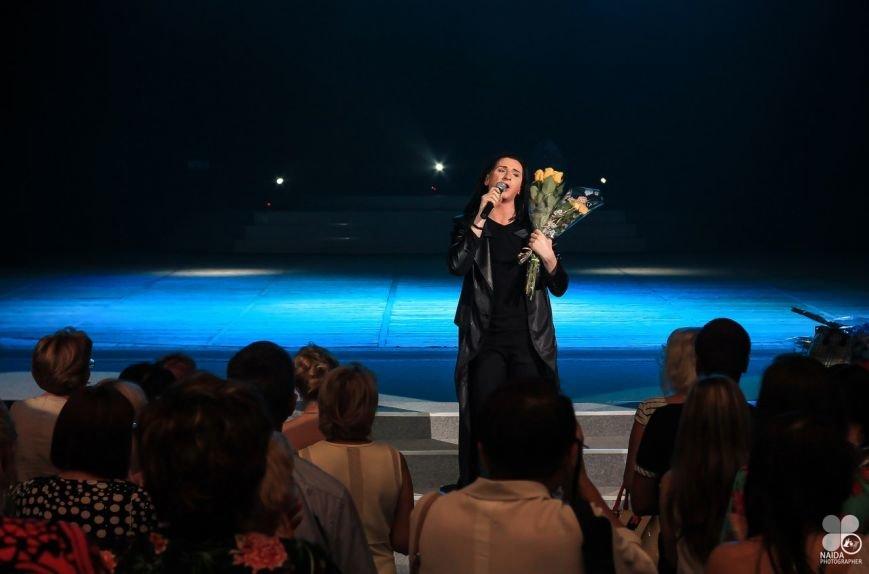 Талантливый певец Артем Семенов выступил перед земляками с новой «Для вас...» (ФОТО) (фото) - фото 1