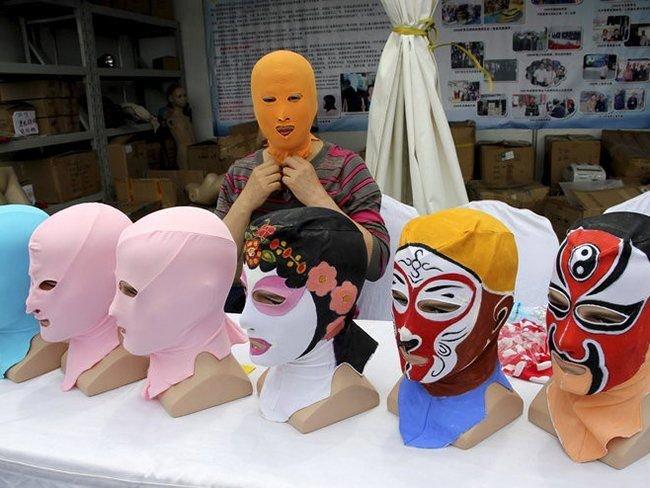 Восток - дело тонкое! Женщины в Китае вышли на пляж в масках (фото) - фото 1