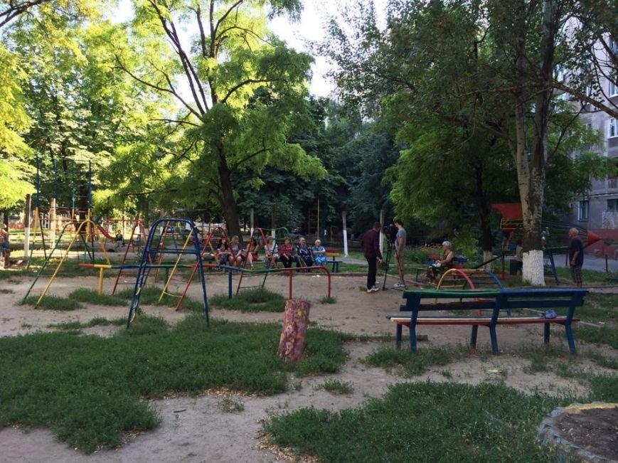 В Мариуполе теперь рассказывают о получении субсидии во дворах (Фотофакт), фото-1