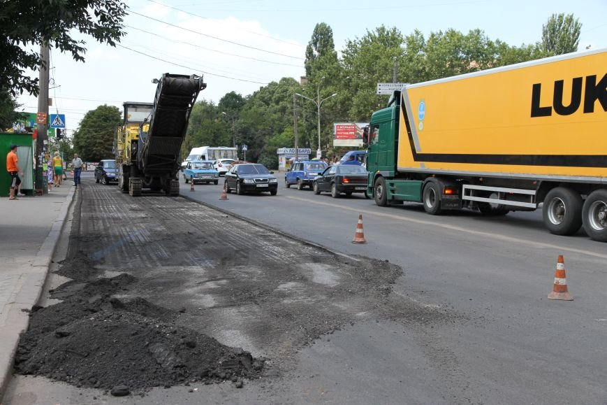 Сезон ремонта николаевских дорог в самом разгаре (ФОТОРЕПОРТАЖ) (фото) - фото 7