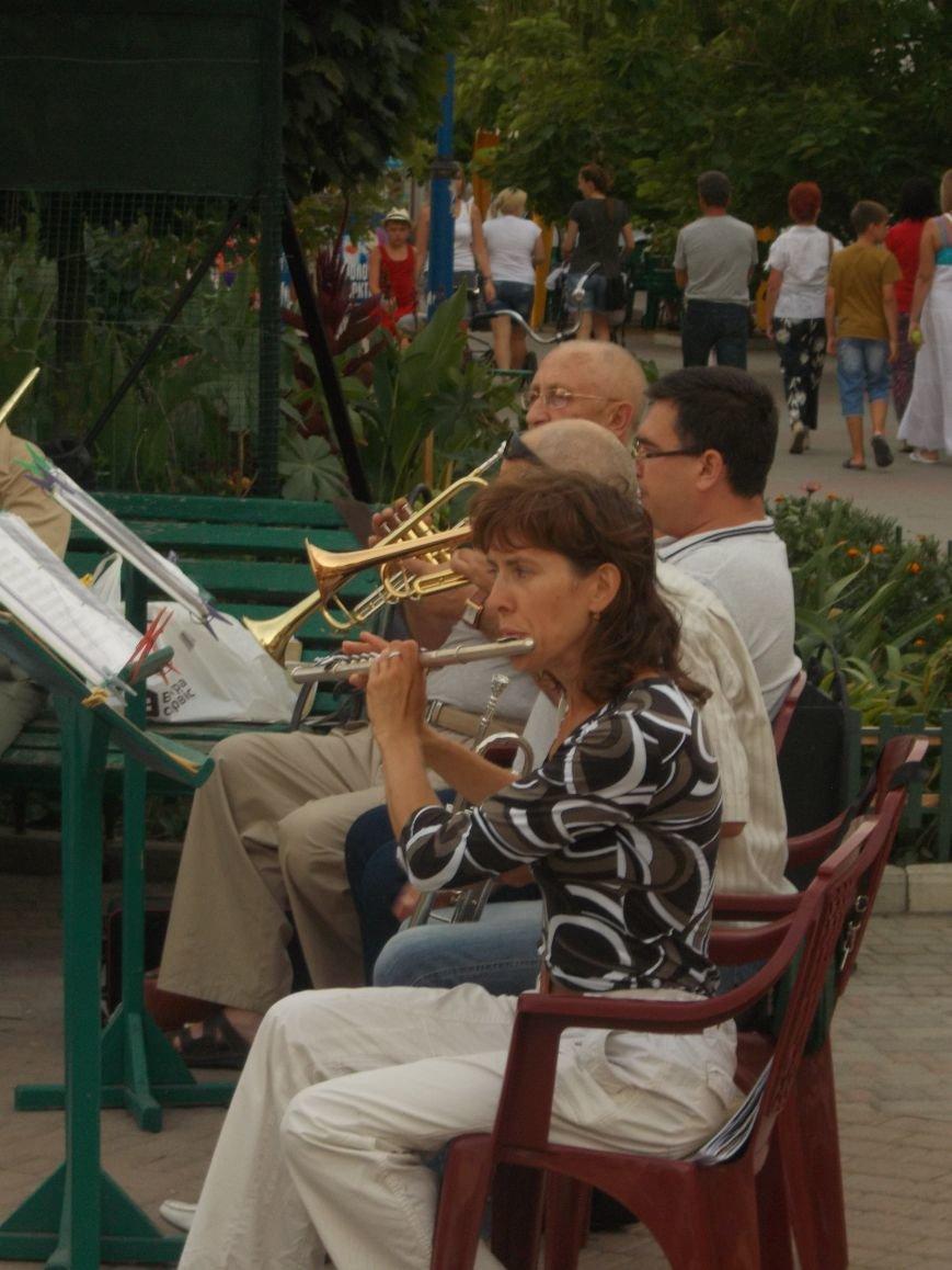 В Бердянске состоялся концерт-подарок народного духового оркестра (фото) - фото 5