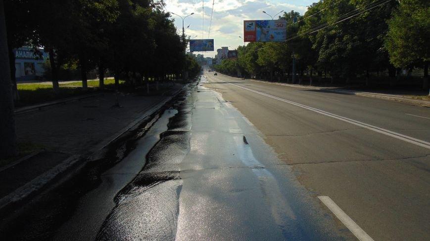 В Мариуполе проспект Ленина превращен в венецианский канал (ФОТОФАКТ) (фото) - фото 1