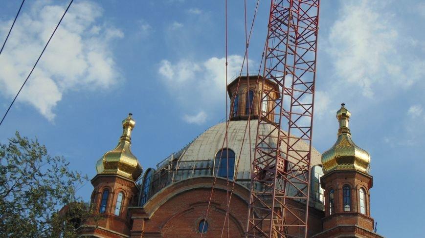 На центральном мариупольском храме засверкали золотом 4 новых купола (ФОТОФАКТ) (фото) - фото 1