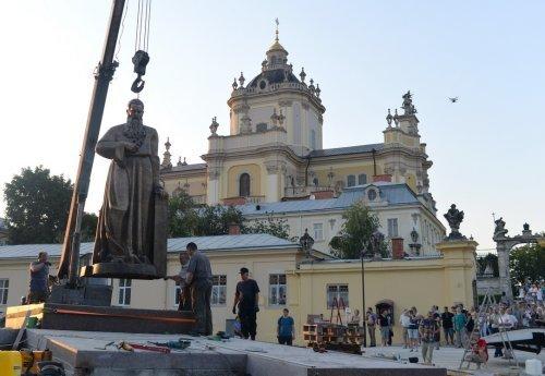 У Львові встановили пам'ятник Митрополиту Андрею Шептицькому (фото) - фото 5