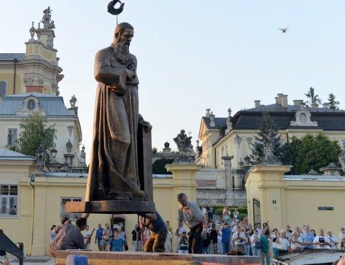 У Львові встановили пам'ятник Митрополиту Андрею Шептицькому (фото) - фото 3