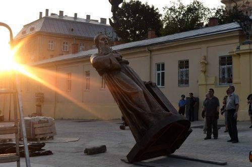 У Львові встановили пам'ятник Митрополиту Андрею Шептицькому (фото) - фото 2