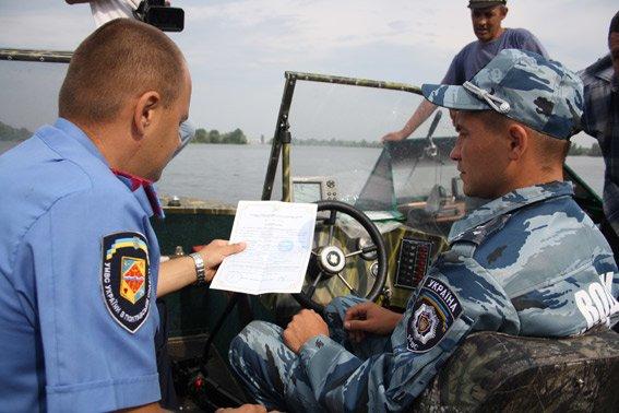 Речных милиционеров Кременчуга наградили грамотами за эффективную работу (ФОТО) (фото) - фото 2