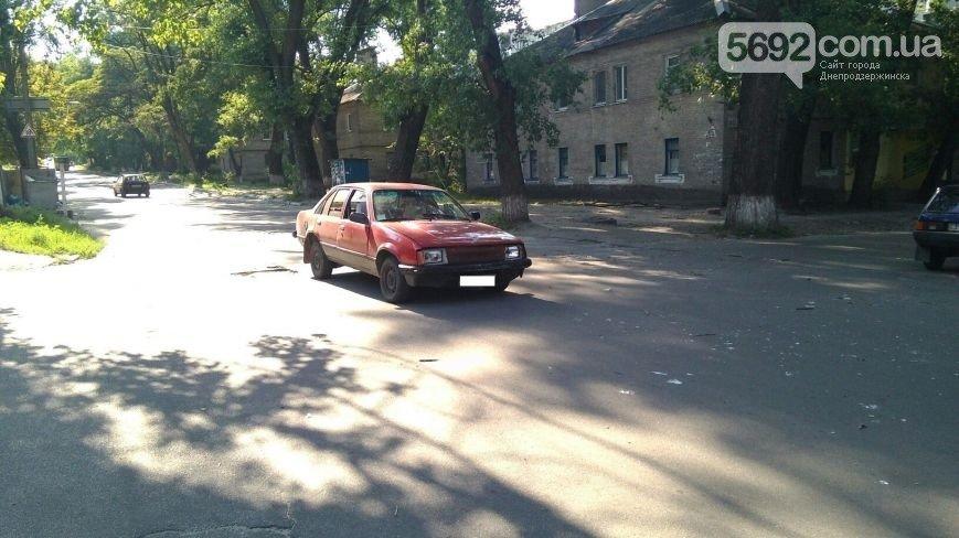 В Днепродзержинске произошло ДТП на пересечении улиц Матросова и Беседова (фото) - фото 3