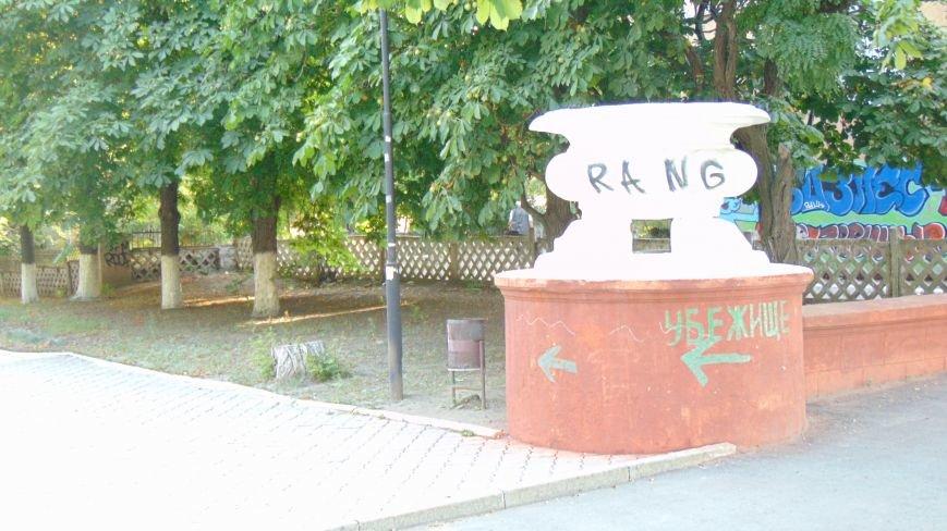 Вандалы  вновь бесчинствовали в центре Мариуполя (ФОТО) (фото) - фото 1