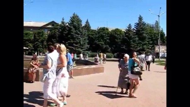 Обнищавшая ярмарка: В Горловке вместо традиционной ярмарки товаров, основным «угощением» стали девушки модели (фото) - фото 1