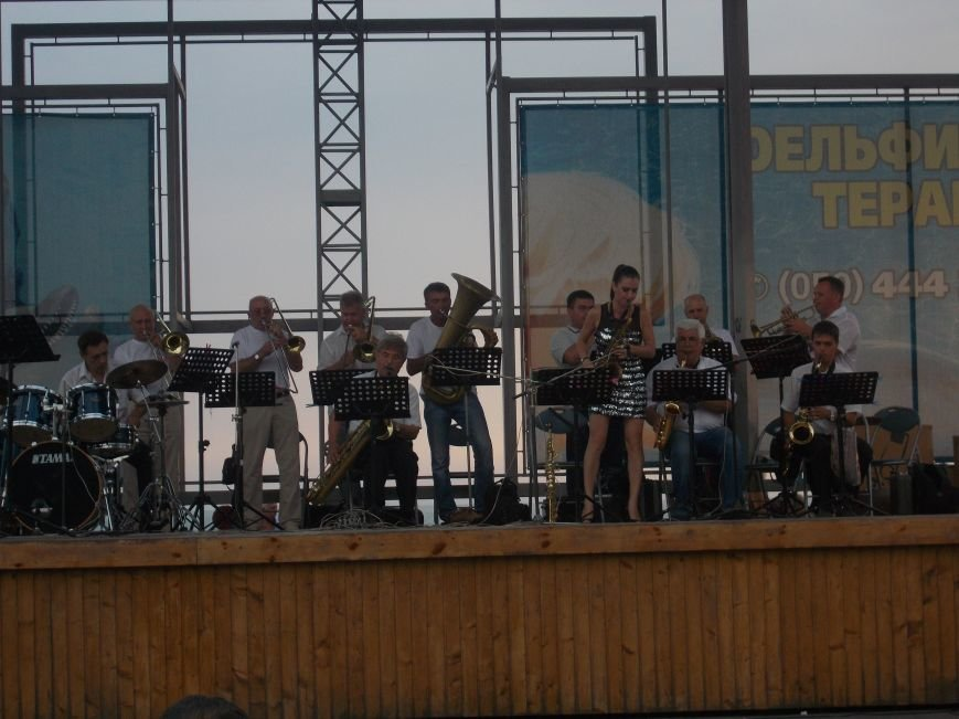 В Бердянске состоялся концерт оркестра «Азовская чайка» (фото) - фото 9