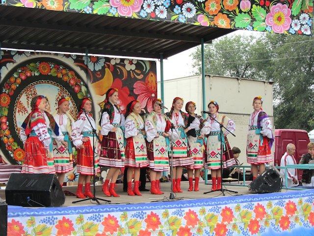 На Днепропетровщине состоится этнофестиваль «Петриковский дивоцвет» (фото) - фото 2