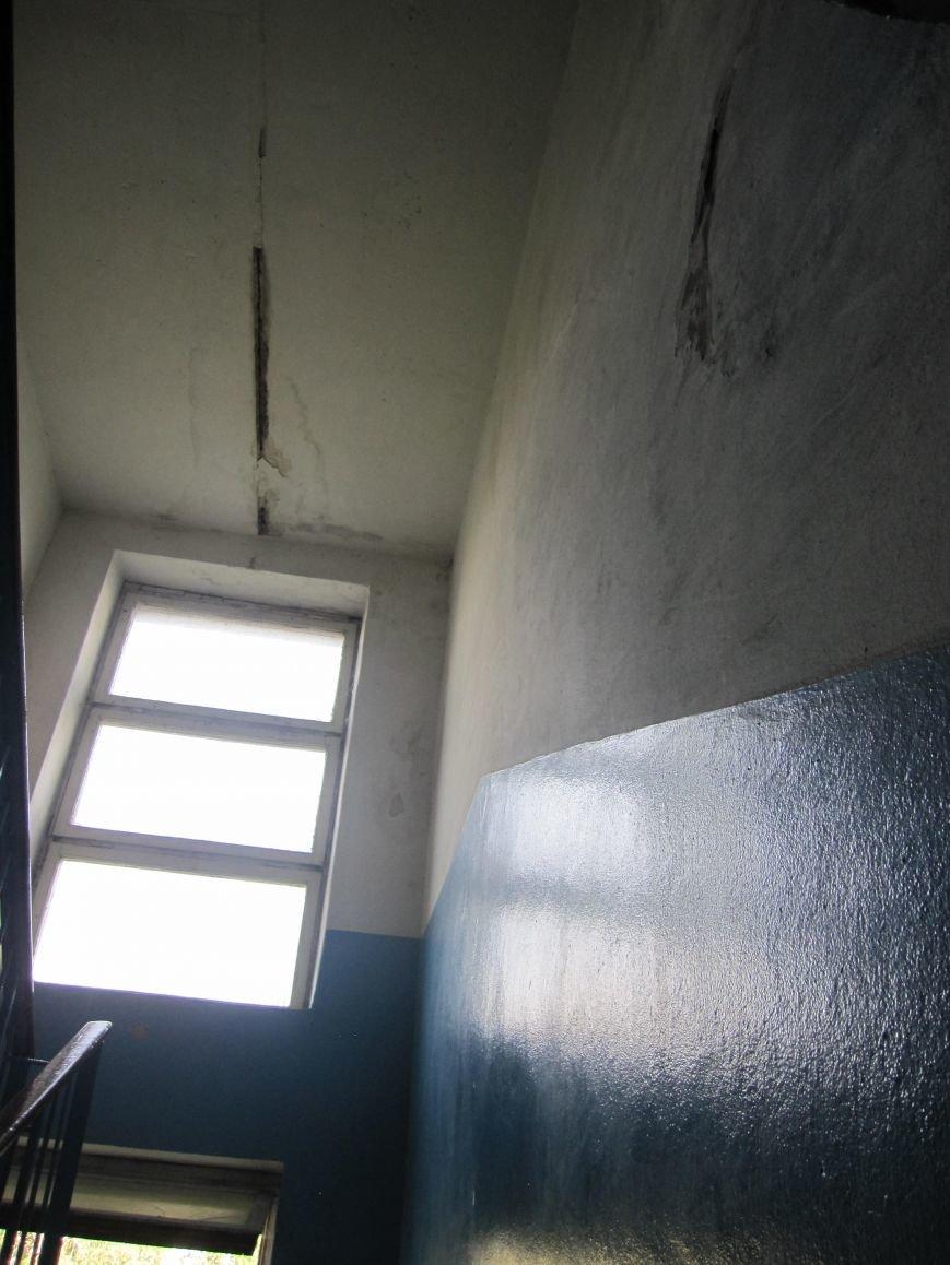 Потолок в 3 подъезде Мира, 23