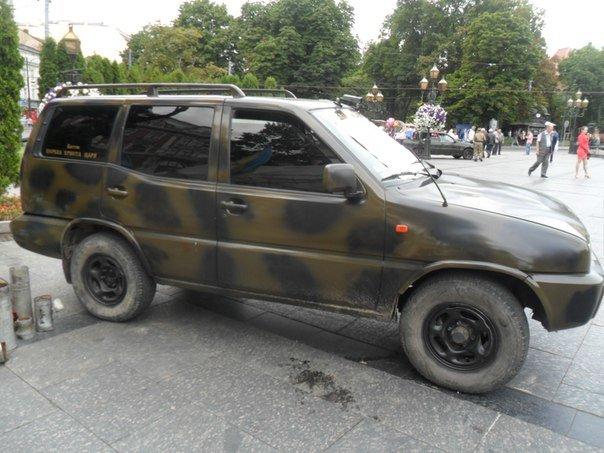 Зі Львова на передову: волонтери відправили в зону бойових дій реанімобіль та позашляховик (ФОТО+ВІДЕО) (фото) - фото 1