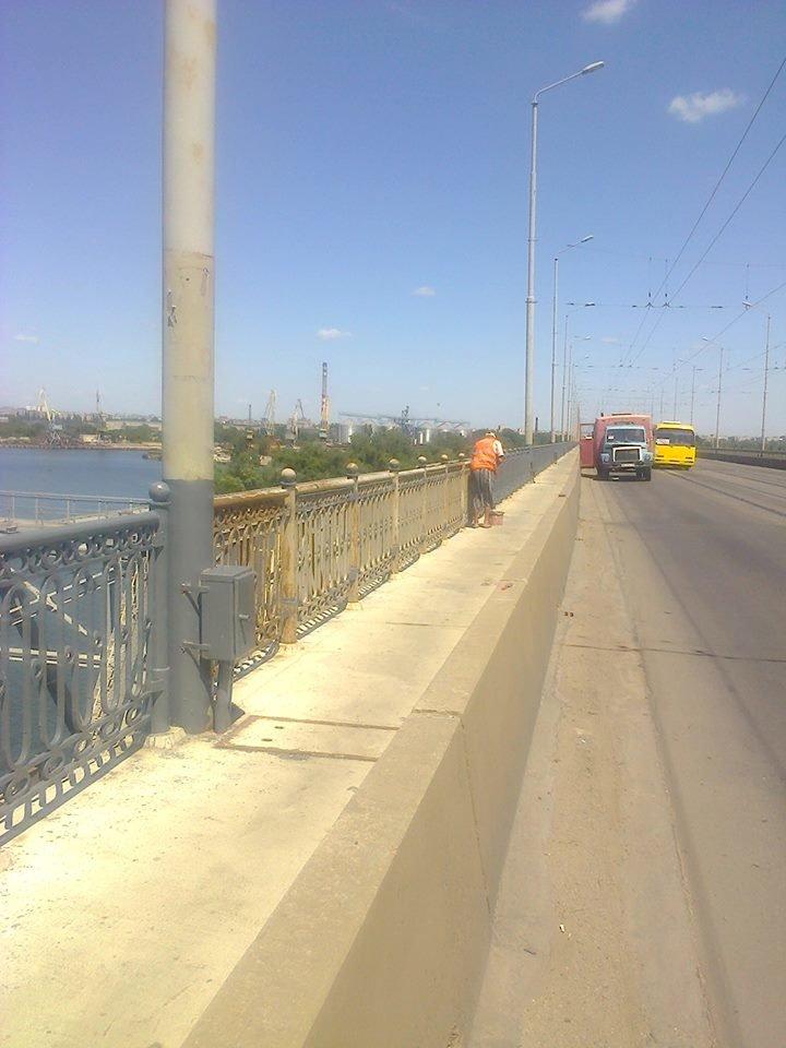 Днепропетровские коммунальщики показали, как проходят ремонтные работы на мостах, фото-2