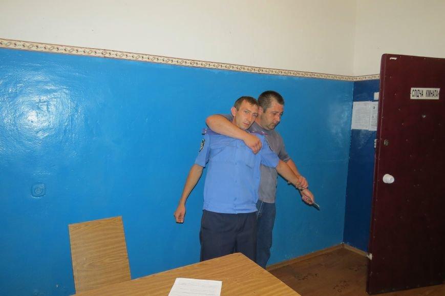 Сотрудники Красноармейского ГО готовы к нападению задержанных и взятых под стражу лиц, фото-3