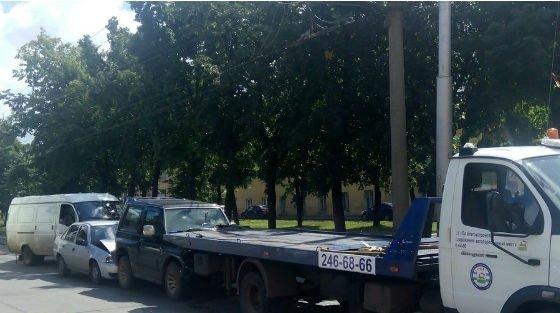 В Уфе произошло ДТП с участием четырех автомобилей (фото) - фото 1