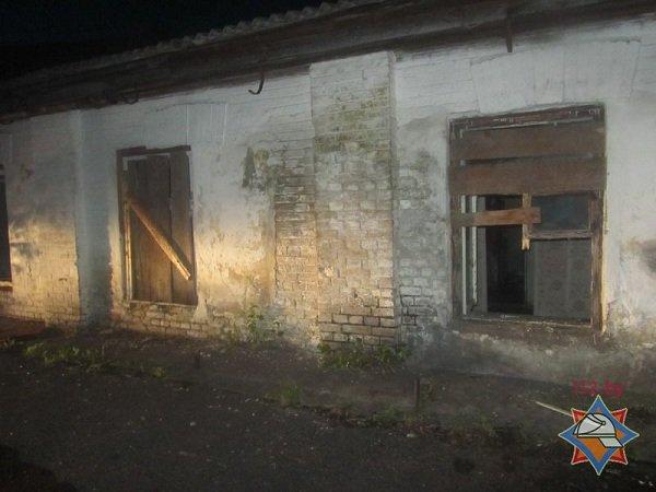 В центре Гродно горел дом с двумя бомжами (фото) - фото 1