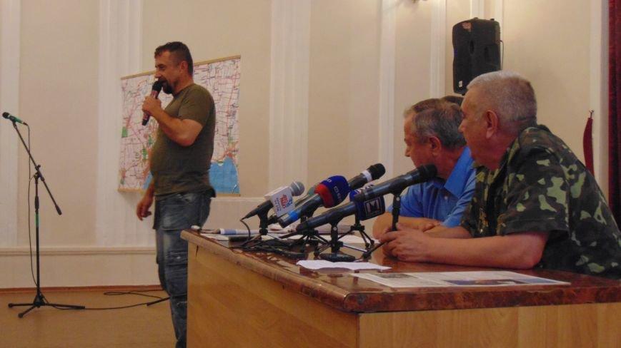 Выслушав руководителя сектора «М» активисты продолжили звать президента в Мариуполь для  расстановки точек над i (ФОТО)) (фото) - фото 5