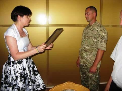 Бійця АТО з Рівненщини нагородили за мужність та героїзм (фото) - фото 2