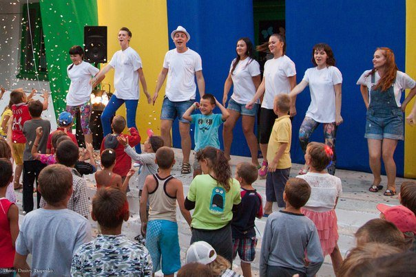«Запорожский вектор» привез детям «ангелов» и звезду СТБ (фото) - фото 4