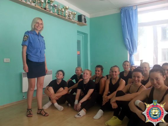 В рамках операции «Лето-2015» милиционеры Димитрова посетили воспитанников-чемпионов спортклуба «Бригантина» (фото) - фото 1