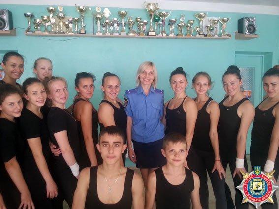 В рамках операции «Лето-2015» милиционеры Димитрова посетили воспитанников-чемпионов спортклуба «Бригантина» (фото) - фото 2