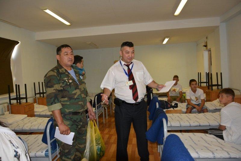 50 детей-сирот из Актау прошли обучение в военно-патриотическом лагере (фото) - фото 2