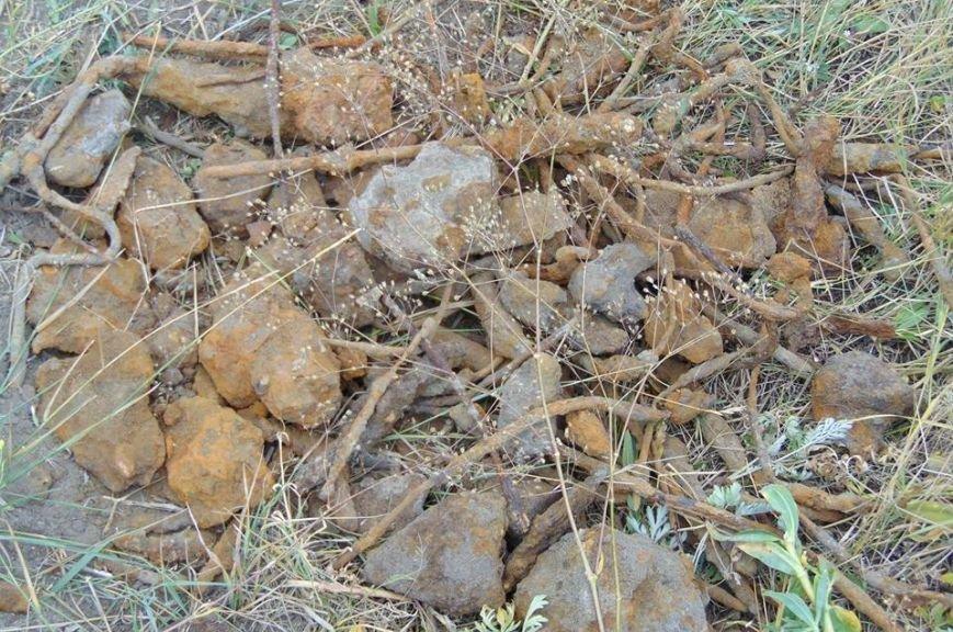 В Мариуполе женщина, искавшая металлолом, погибла под завалами грунта, фото-12