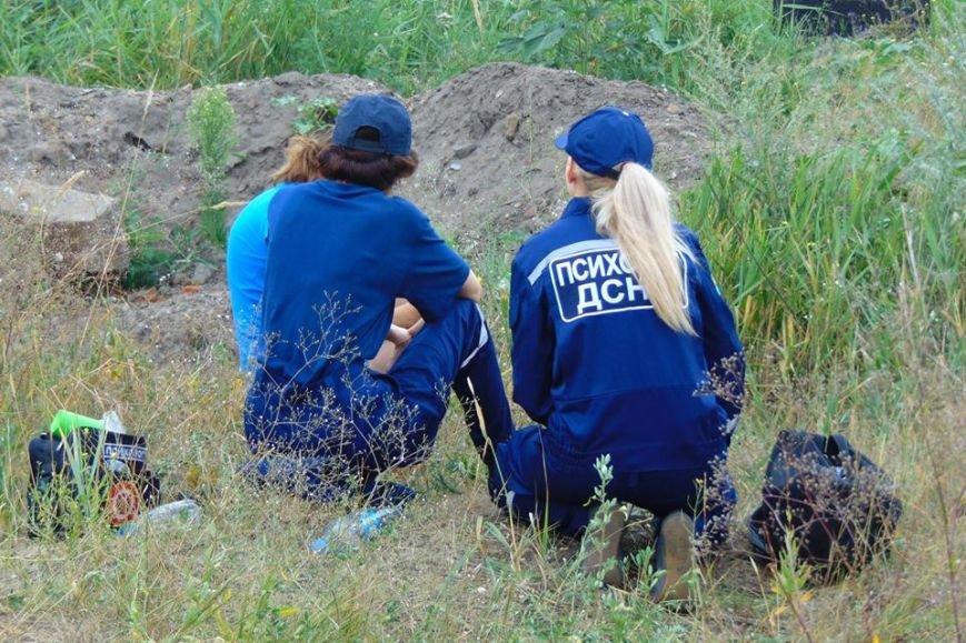 В Мариуполе женщина, искавшая металлолом, погибла под завалами грунта, фото-10