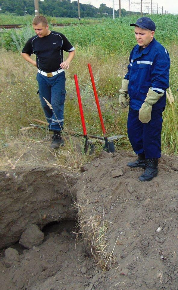В Мариуполе женщина, искавшая металлолом, погибла под завалами грунта, фото-7