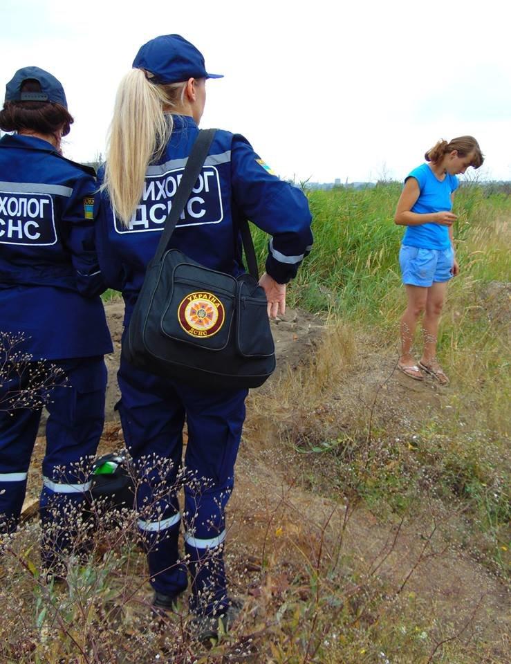 В Мариуполе женщина, искавшая металлолом, погибла под завалами грунта, фото-3