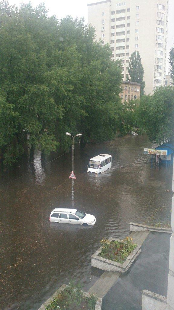 Киев накрыло мощным ливнем (ФОТО, ВИДЕО) (фото) - фото 3