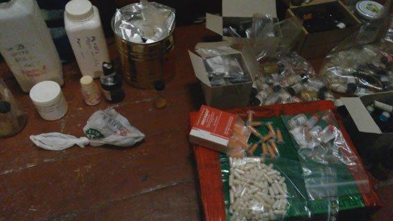 Запрожец и днепропетровчанин создали нарколабораторию и продавали молодежи «Экстази» (ФОТО) (фото) - фото 3