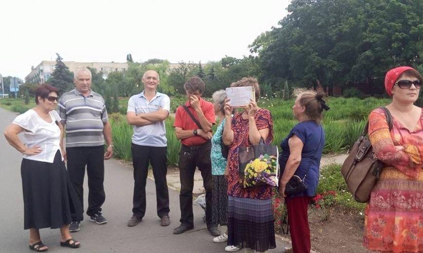 Участники незаконного референдума в Мариуполе вышли на митинг в поддержку Порошенко и Минских соглашений (ФОТО) (фото) - фото 1