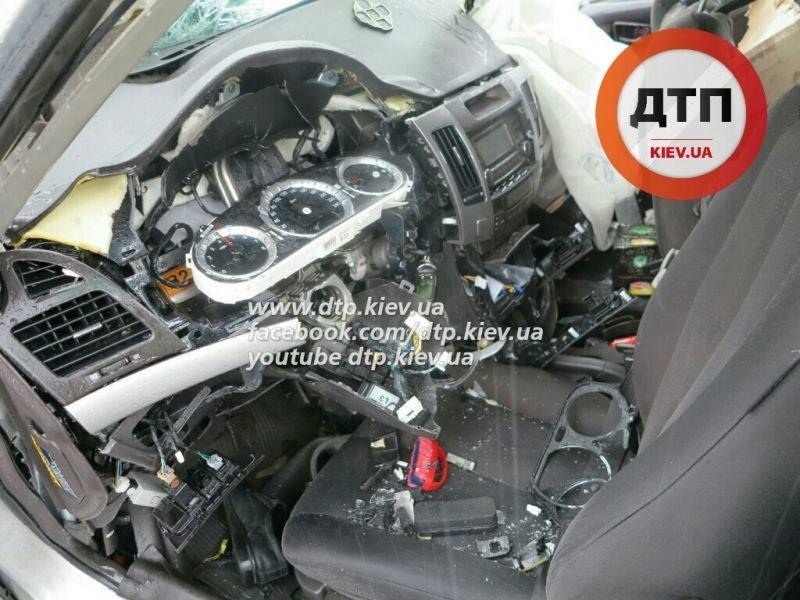 В Киеве произошло лобовое ДТП: оба водителя погибли (ФОТО) (фото) - фото 3