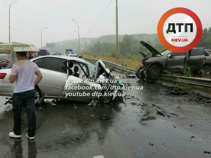 В Киеве произошло лобовое ДТП: оба водителя погибли (ФОТО) (фото) - фото 2