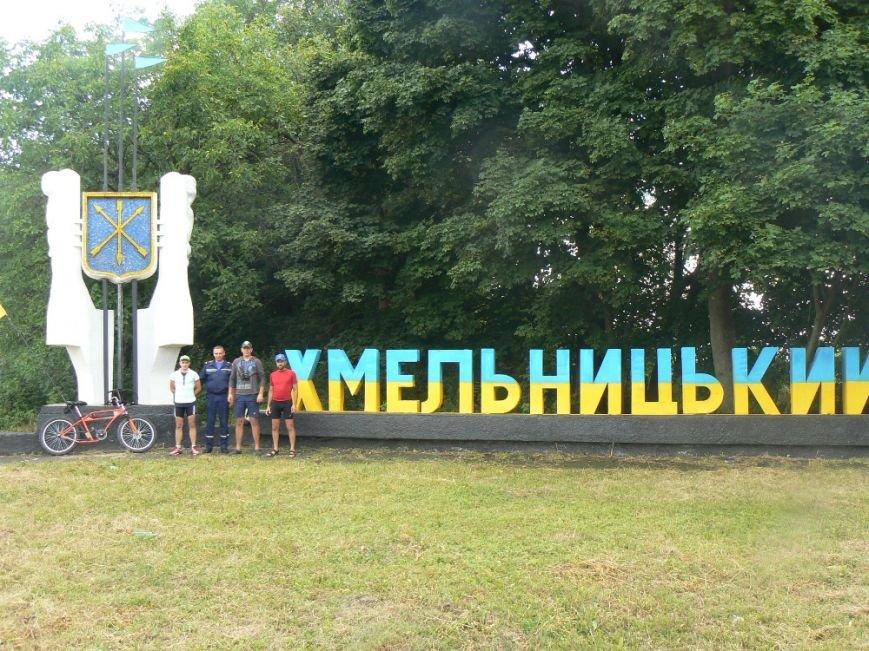 У Хмельницькому до учасників благодійного марафону «Захід-Схід» приєднався ще один велосипедист (фото) - фото 1