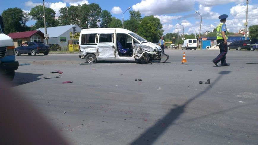 У Тернополі – масштабна ДТП: зіткнулися три автівки (фото, відео) (фото) - фото 1