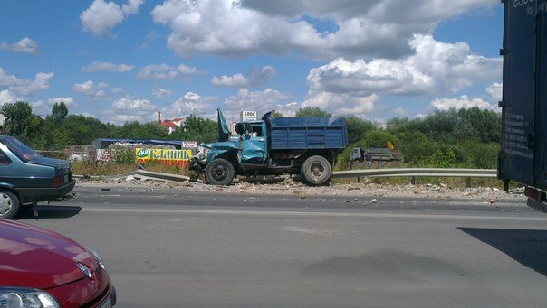 У Тернополі – масштабна ДТП: зіткнулися три автівки (фото, відео) (фото) - фото 4