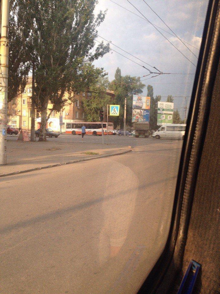 ДТП в Кривом Роге: КАМАЗ врезался в пассажирский автобус (ФОТО) (фото) - фото 1