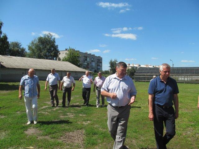 Обласні депутати відвідали конотопських зубрів(Фото) (фото) - фото 1