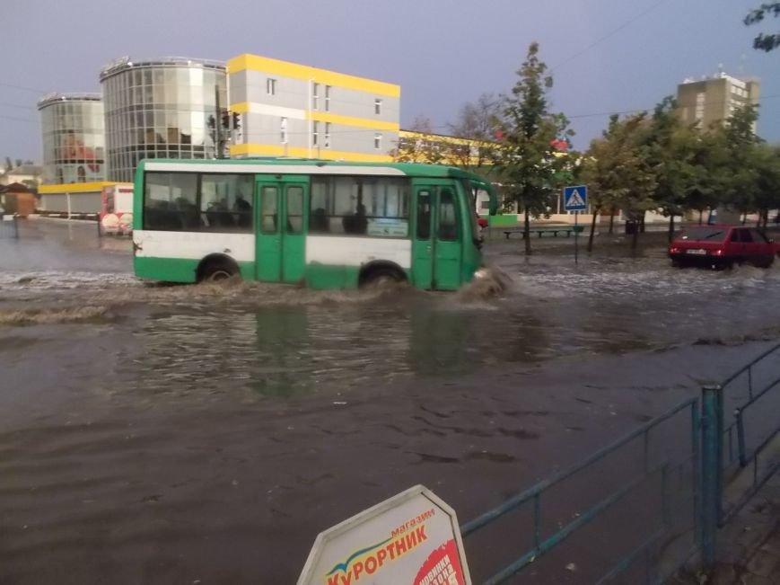 Сильный ливень подтопил нижнюю часть Бердянска (фото) - фото 4