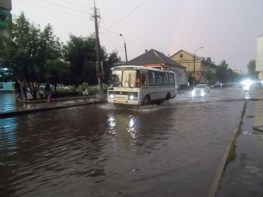Сильный ливень подтопил нижнюю часть Бердянска (фото) - фото 3