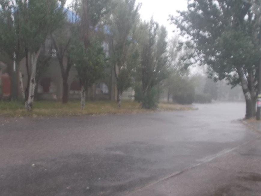 Сильный ливень подтопил нижнюю часть Бердянска (фото) - фото 1