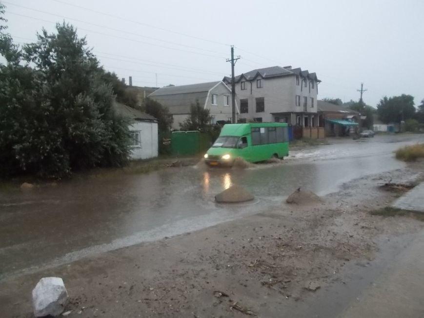 Сильный ливень подтопил нижнюю часть Бердянска (фото) - фото 2