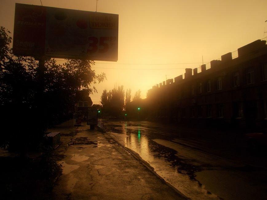 Сильный ливень подтопил нижнюю часть Бердянска (фото) - фото 6